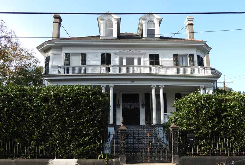 """It's easy to recognize the house where """"The Curious Case of Benjamin Button,"""" starring Brad Pitt, was filmed. Around the corner is the house where football's legendary Manning brothers grew up."""