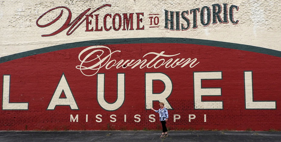 WELCOME TO HISTORIC DOWNTOWN LAUREL SIGN — photo by Mary Ann DeSantis